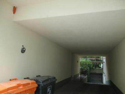 Maisonettwohnung mit Sauna, 12 TG-Stellplätzen und zwei großen Balkons im Paket in Reinickendorf zu verkaufen