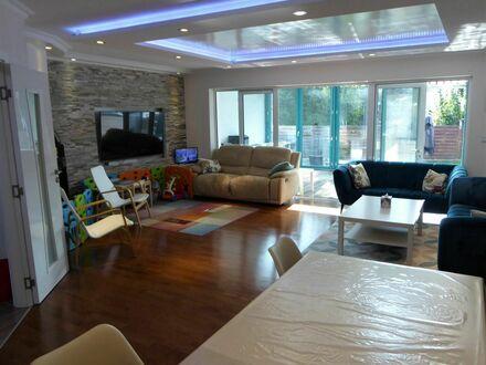 Extravagant, exclusiv und kernsanierte Doppelhaushälfte auf 320 qm Wohnfläche und wunderschönem Garten
