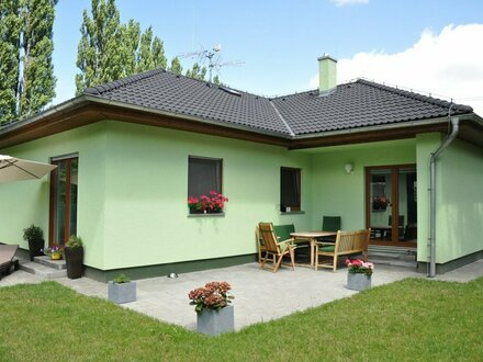 Baugrundstück bei Weimar ca. 590 m² - bebaubar mit Bungalow 120 m²