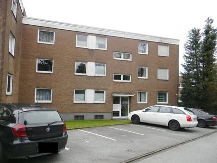 Zwei-Zimmer-Miet–Wohnung für den 1-2-Personen-Haushalt; in der obersten Etage; mit Balkon.