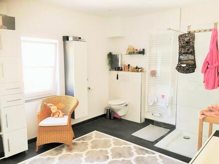 2 hochwertig renovierte Wohnhäuser wurden zu einem Wohnhaus verbunden