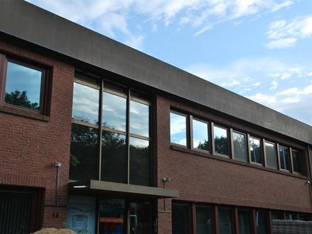 Kiel-Wellsee: Solide Bürofläche im EG mit Stellplätzen!OTTO STÖBEN Immobilien!
