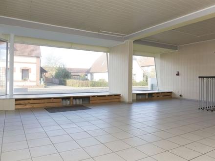 Tarp bei Flensburg: Bürofläche mit großer Schaufensterfront!OTTO STÖBEN Immobilien!