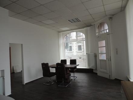 Repräsentatives Ladenlokal mit großen Schaufensterflächen