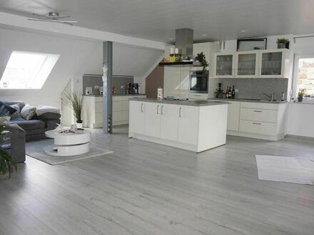 5 Parteien Haus: 5 Zimmer / Kochinsel / 2 Tageslicht- Duschbäder, Kaminofen und Gartenmitbenutzung