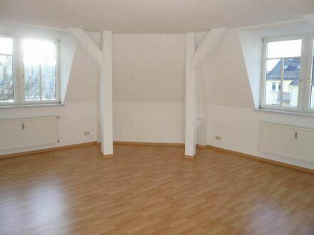 Helle, großzügige Dachgeschoßwohnung mit Einbauküche im Zentrum