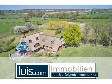 Renditeobjekt mit Schwimmbad, Park und Alleinlage - PROVISIONSFREI - luis.com...