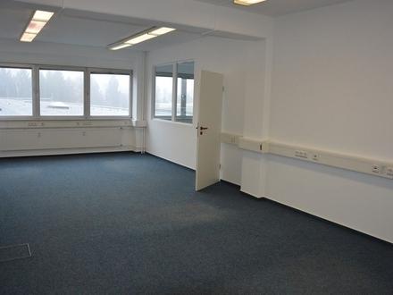 Teil-Büroetage mit 4 Büros, Bad, Teeküche, getrennte Toiletten, Archiv, Aufzug