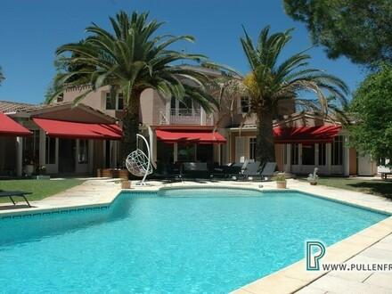 Stilvolles, luxuriöses Anwesen mit überwältigendem Garten und Pool im Zentrum von Narbonne