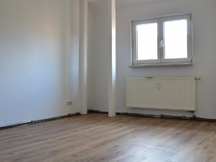 Neu renoviert, Tolle 2 Raum Dachgeschoss Wohnung