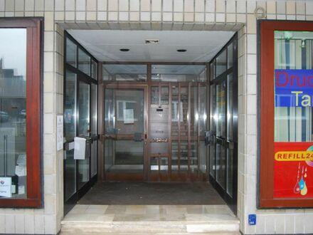 Praxis-/Büroräume mit Fahrstuhl und Parkflächen!