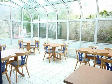 Großes Wohnhaus mit voll eingerichteter Gaststätte mit Terrasse, Biergarten und Profiküche