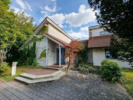 Modernes Bürogebäude mit Galerie, Gartenteich, Garage u. 8 Stellplätzen in Coburg!