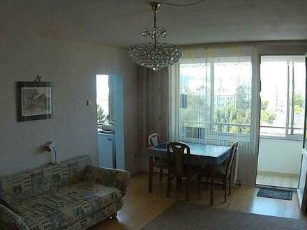 Helle zwei Zimmer mit Loggia und PKW Stellplatz!