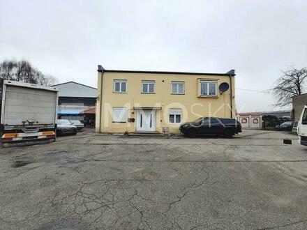 Industriegebäude samt Wohnhaus und reichlich Platz für Fuhrpark