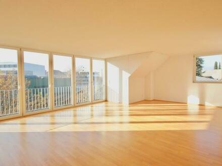 Sonnige Wohnung mit raumhohen Fenstern