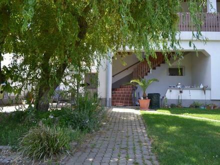 Großzügiges Mehrfamilienhaus mit uneinsichtigem Garten und guter Lage