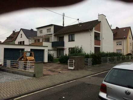Großzügiges Einfamilienhaus Oggersheim mit 2 Garagen, Hof und Garten zu vermieten