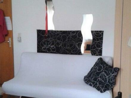 Ab 1.Mai 19 zwei WG-Zimmer in Berufstätigen-WG verkehrsg Nördlingen, eig. Parkplatz