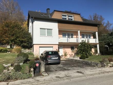 Zweifamilienhaus mit wunderschönem Ausblick und Garten