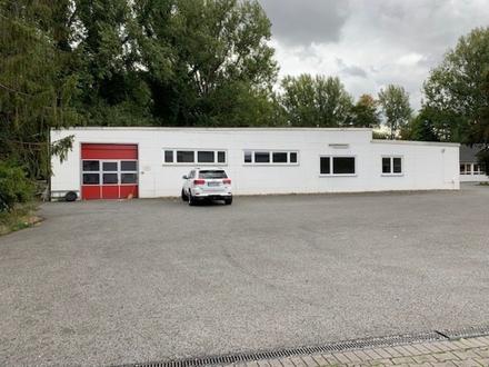 Industriehalle mit Büro und Nebenräumen, Rolltor - Park- und Rangierflächen renov. in GT