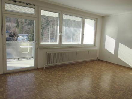 Details zur 2-Zimmer-Balkonwohnung: Oberster Stock mit Lift und Sonnen-Loggia Fernwärme Wärme-Schallschutzfenster...