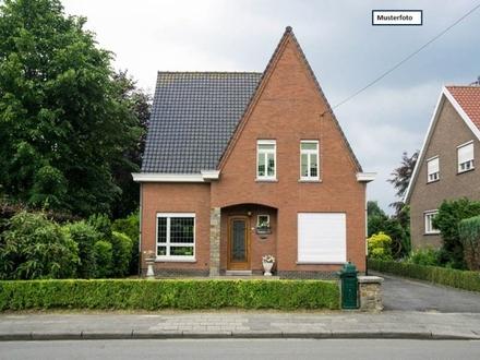 Teilungsversteigerung Doppelhaushälfte in 73642 Welzheim, Helmut-Glock-Str.