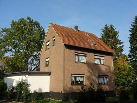 In diesem 3-Familienhaus (zurzeit als 2-Familienanwesen genutzt) leben...