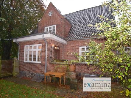 Großzügiges und charmantes Einfamilienhaus mit großem Keller und eingewachsenem Grundstück.