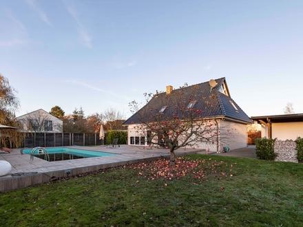 Ein 160m² großes modernisiertes Einfamilienhaus mit großem Außenpool sucht einen neuen Eigentümer!