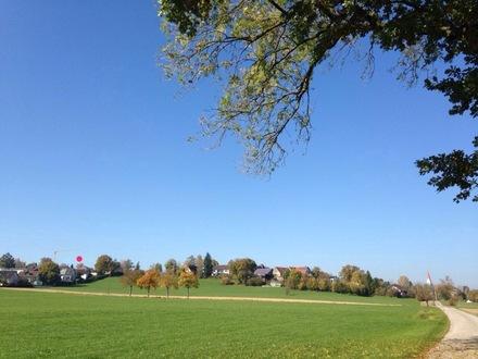 Blick auf Holzschwang mit Wohngebiet