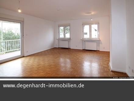 Neu renovierte 2 Zimmer Wohnung mit Balkon und neuer Einbauküche in bester Wohnlage!