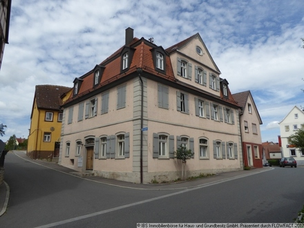 Für Kapitalanleger: Historisches Mehrfamilienhaus komplett vermietet in zentraler Lage