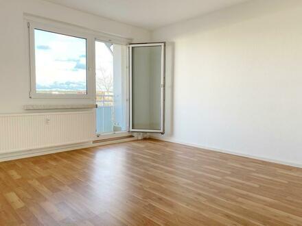** 2 Monate Kaltmietfrei ** Ihr neues Zuhause: Helle 4-Raum Wohnung mit tollem Ausblick!