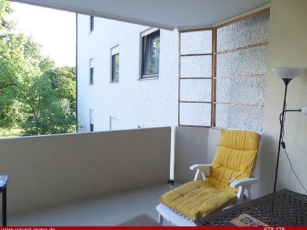 Renovierungsbedürftige, gut geschnittene 2 Zimmer-Wohnung mit großen Balkon