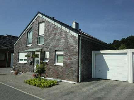 excl. freist. EFH mit Garage, Keller, Solar, Parkett und vielen Extras in top Wohnlage