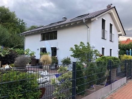 Lichtdurchflutetes Einfamilienhaus mit Traumgarten