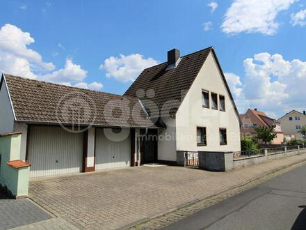 Ein schickes Haus mit Garten und zwei Garagen!