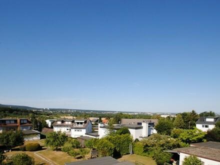 Gemütliche 3-Zimmer-Dachgeschosswohnung mit traumhaften Blick in Neuenhain!