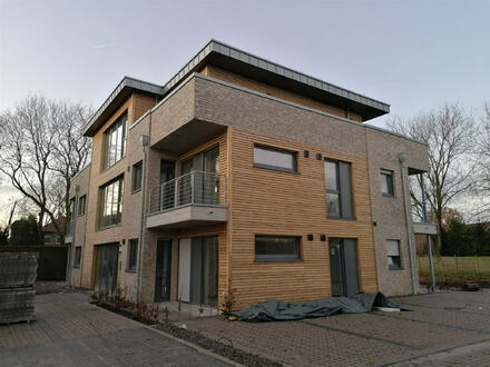 Erstbezug! Neubau-Mietwohnung im Erdgeschoss mit Seeblick in zentrumsnaher Lage von Papenburg