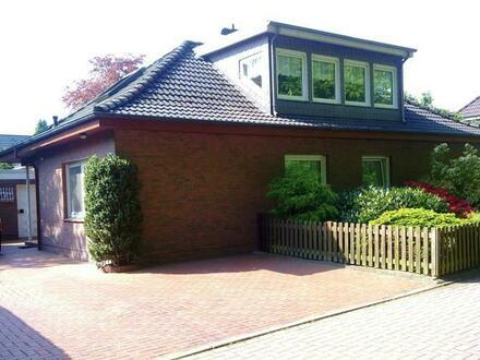 Eine Seltenheit in bevorzugter Lage direkt am Julianenpark! Einfamilienhaus mit Garage und großzügigem Gartengrundstück in…