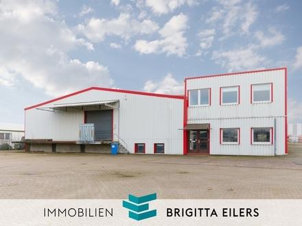 Beheizbare Logistik-/Lager-/Produktionshalle mit Lade-Rampe, Rolltoren und modernem Bürogebäude
