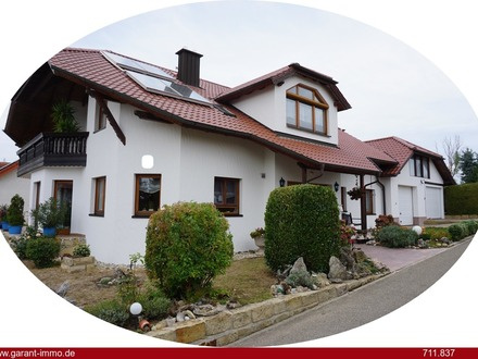 *** 3 bis 5 Zimmer in hochwertigem Zweifamilienhaus - Selbstausbau - Balkon und Gartennutzung ***