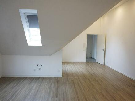 ARNOLD-IMMOBILIEN: Moderner Flair - Stylische Dachgeschosswohnung
