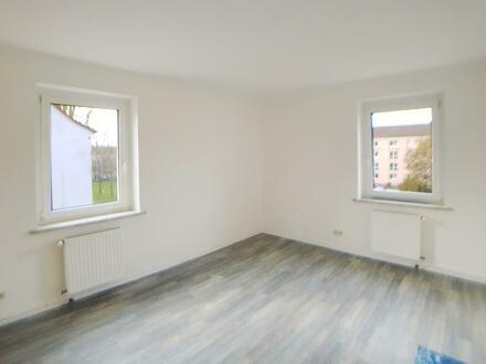Schicke 2-Raumwohnung mit Tageslichtbad + Wanne // Laminat // Küchengutschein*