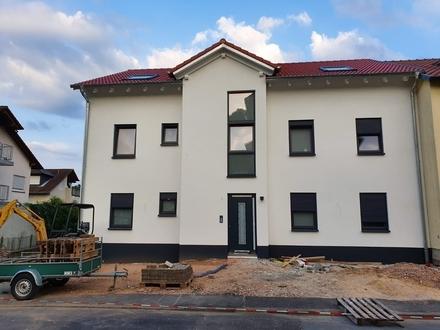 Neubaudachwohnung mit Balkon und Stellplätze!