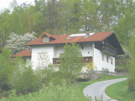 Einfamilienhaus mit drei Ferienwohnung und Alpenblick.