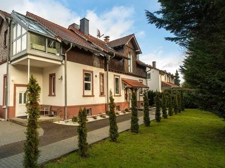 Repräsentative Altbauvilla auf schönem Grundstück mit eigener Zufahrt