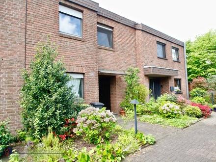 Großzügiges Reihenhaus mit kleinem Garten und 2 Garagen sucht Familie!