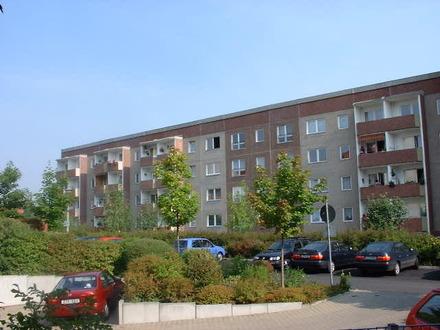 Helle 3- Raum Wohnung mit Balkon